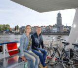 An Bord - Deventer im Hintergrund Ingeborg Lukkien